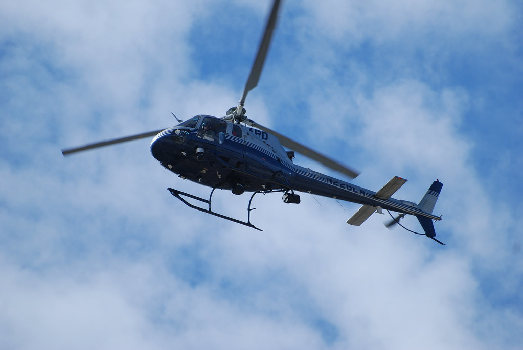 LOS ANGELES POLICE DEPARTMENT (LAPD) HELICOPTER N226LA - a photo on