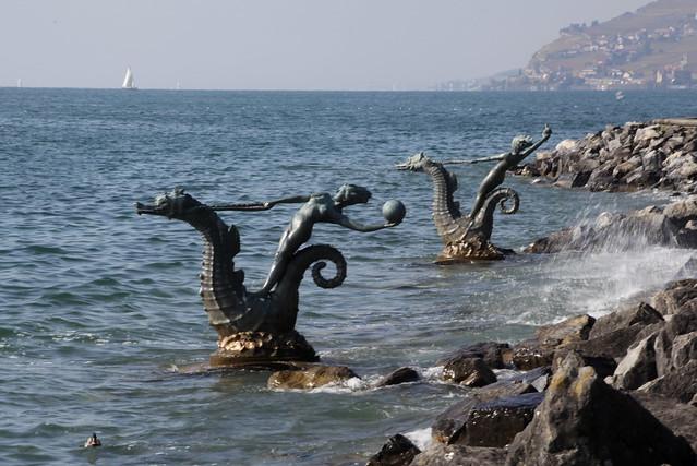Meerjungfrau auf Seepferd / Seepferdchen im Genfersee / Lac Léman bei Vevey im Kanton Waadt in der Schweiz