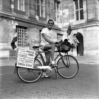09-25-1956_14105C Wereldreiziger Conrad Dubé