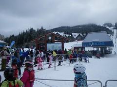 月, 2012-02-20 09:34 - Blackcomb麓のリフト乗り場