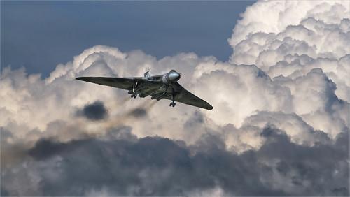 Vulcan XH558 Waddington Airshow 2008 HDR