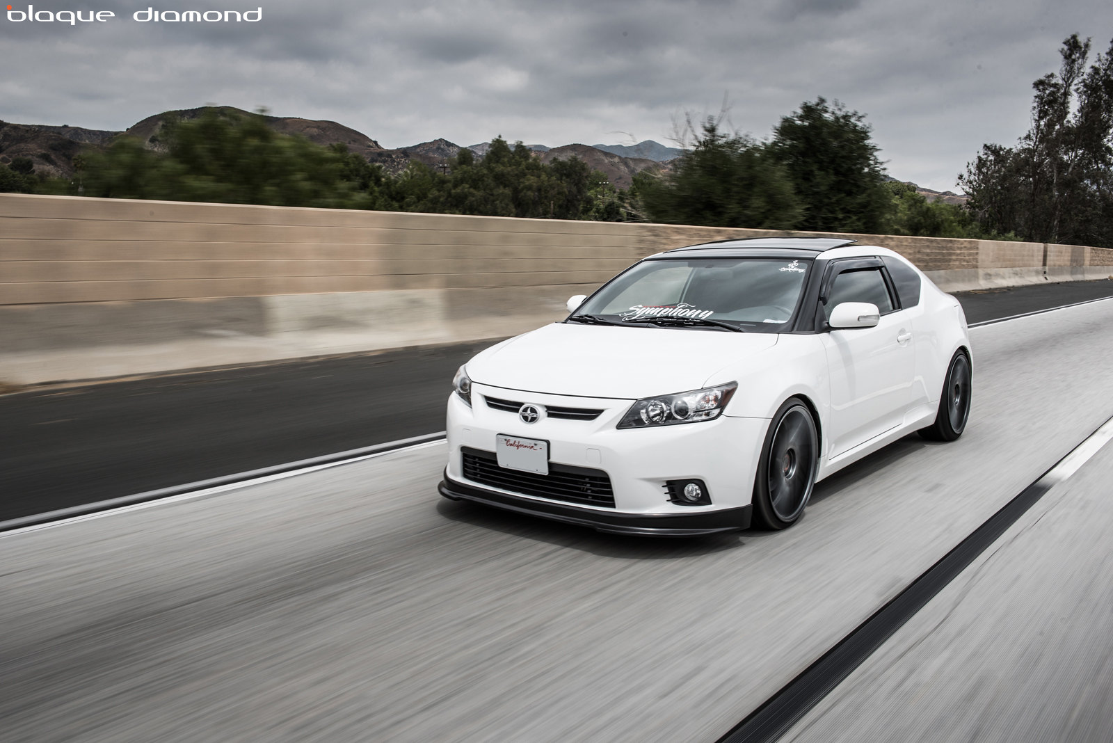 2011-Scion-Tc2-white-BD-1-20-inch-staggered-graphite-blaque-diamond-1