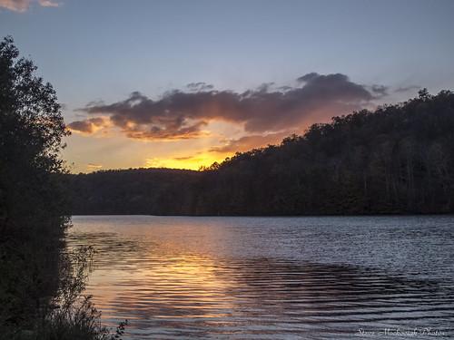 smack53 monksville monksvillereservoir reservoir water lake sunset paintedsky clouds mountains sky autumn fall fallseason canon powershot g12 canonpowershotg12