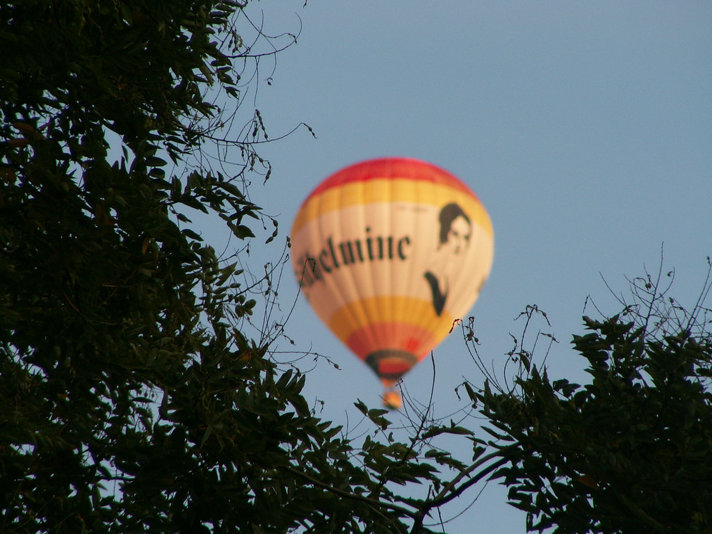 Die Zeppelin - Luftfahrt überschatten am Freitag vor Pfingsten, sowie am 7. Juni die Ereignisse im Ballon, später wird dann Köpernitz angesteuert. Mai bis 2. Juni 1909 beginnt die 38-stündige Rekorddauerfahrt vom Bodensee nach Bitterfeld über eine Strecke von 1194 km 013