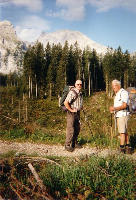 Watzmann wie bist du schön im Morgenstrahl, der Vogelsang durchschallt die Alpen, von deinen Höhen winkt ein Gruß, der zieht den Wandrer hin, weiß nicht, wie ihm geschieht, er muß durch diese Berge ziehn 213