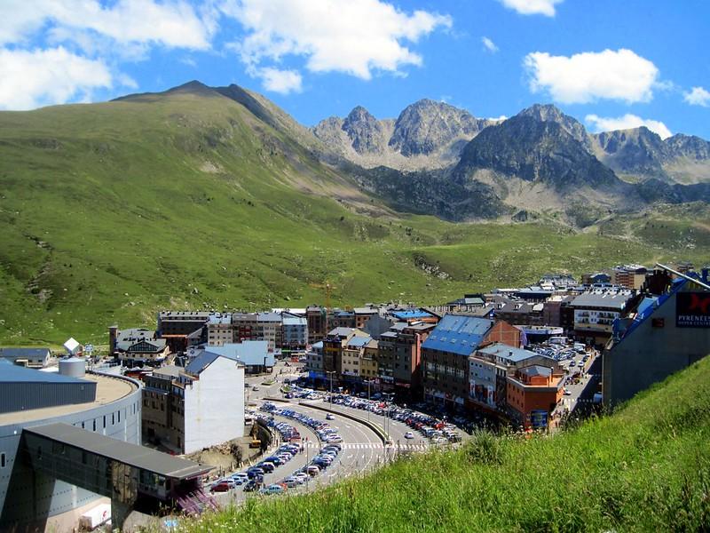 Pas de la Casa - A giant shopping center in the Pyrénées mountains