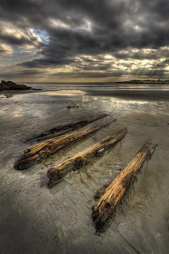 ri sunset beach driftwood rhodeisland newport shore lightrays newportrhodeisland handheldhdr baileysbeach