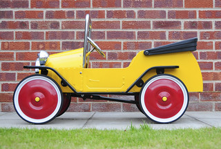 Brum Metal Classic Toy Ride-On Pedal Car - Side View