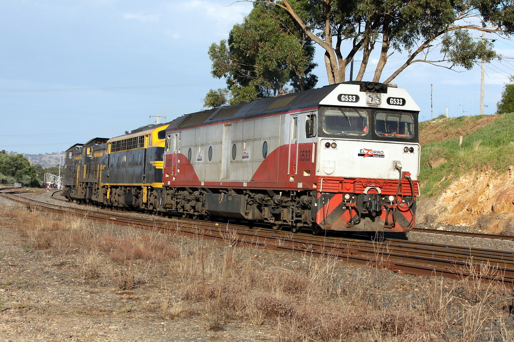 Heading for the grain wagons by LC501