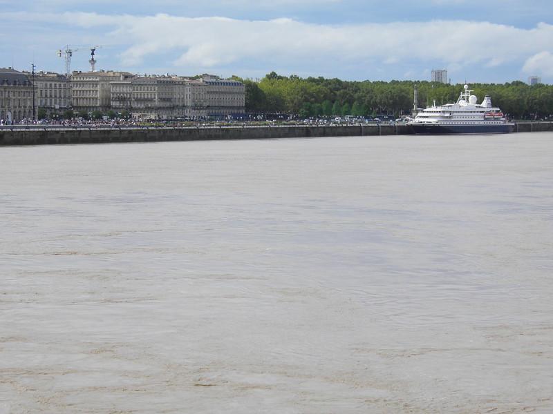 Seadream 1 docked at Bordeaux 2 - Bordeaux - 06 aout 2011 - P8060070