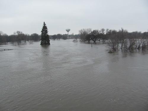 red river flood nd redriver mn fargo moorhead 2011