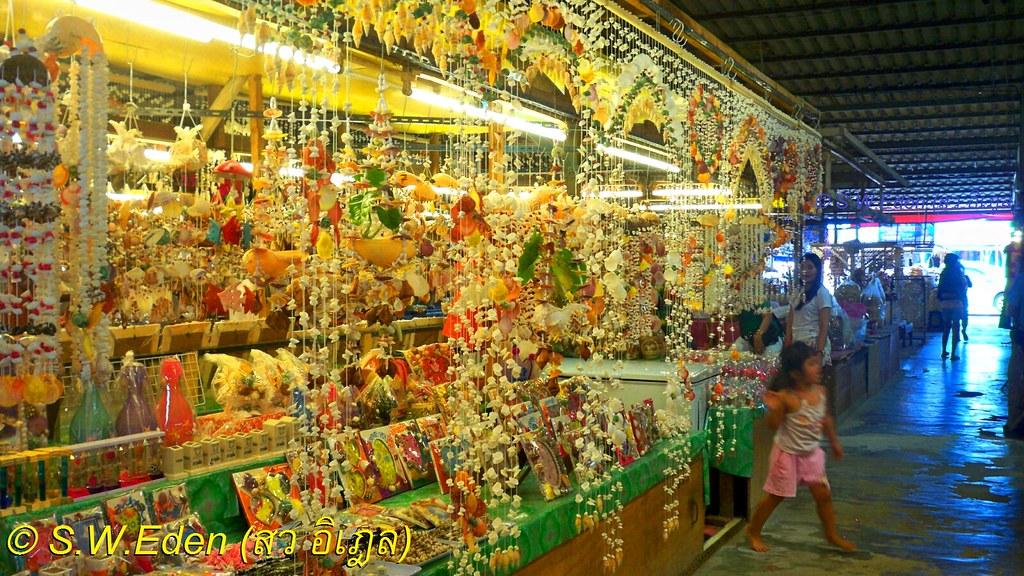 Thailand flosting markets and gender discrimination gender norm patriarchy stereotype prejudice equality ร้านค้าเปลือกหอย บ้านปูเสฉวน ตลาดบ้านเพ