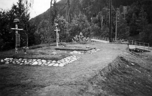 Tyske graver ved Andfiskå bru, sør for Mo i Rana. Soldatene falt i kamper den 18.5.1940