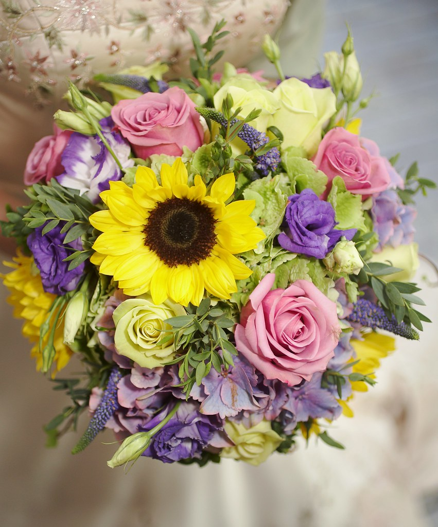 Sunflower And Rose Wedding Bouquet This Is A Gorgeous Brid Flickr