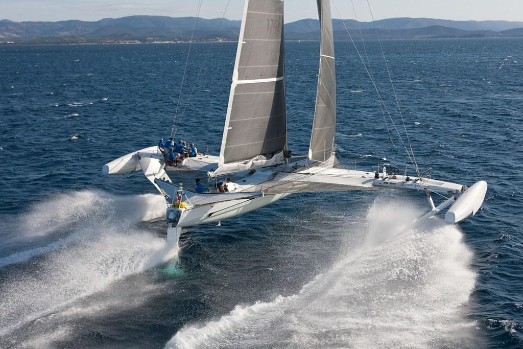 hydroptère bateaux volantxs (source Flickr)