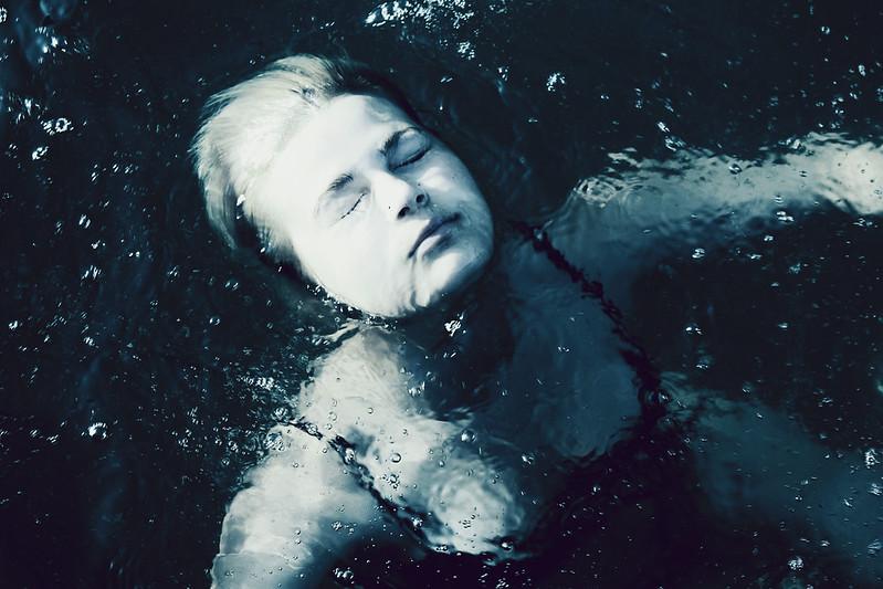 Underwater puppet