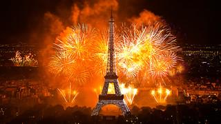 Feu d'artifice du 14 juillet 2011 sur le sites de la Tour Eiffel et du Trocadéro à Paris vu de la Tour Montparnasse - Fireworks on Eiffel Tower | by y.caradec