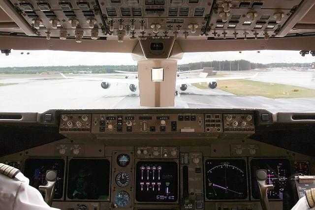 Lufthansa Boeing 747-400 stucked in traffic ;-)