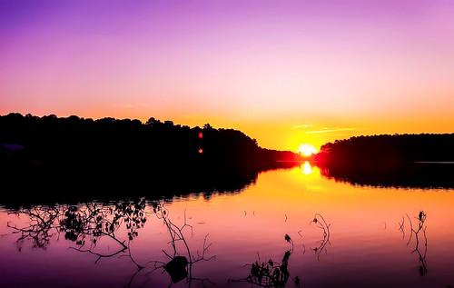 sunrisesunsetscenicnaturelakeoutdoorstravelexploreweathercolorfulbeautiful