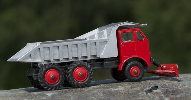 Dinky Toys 959 Foden dump truck with bulldozer blade 2