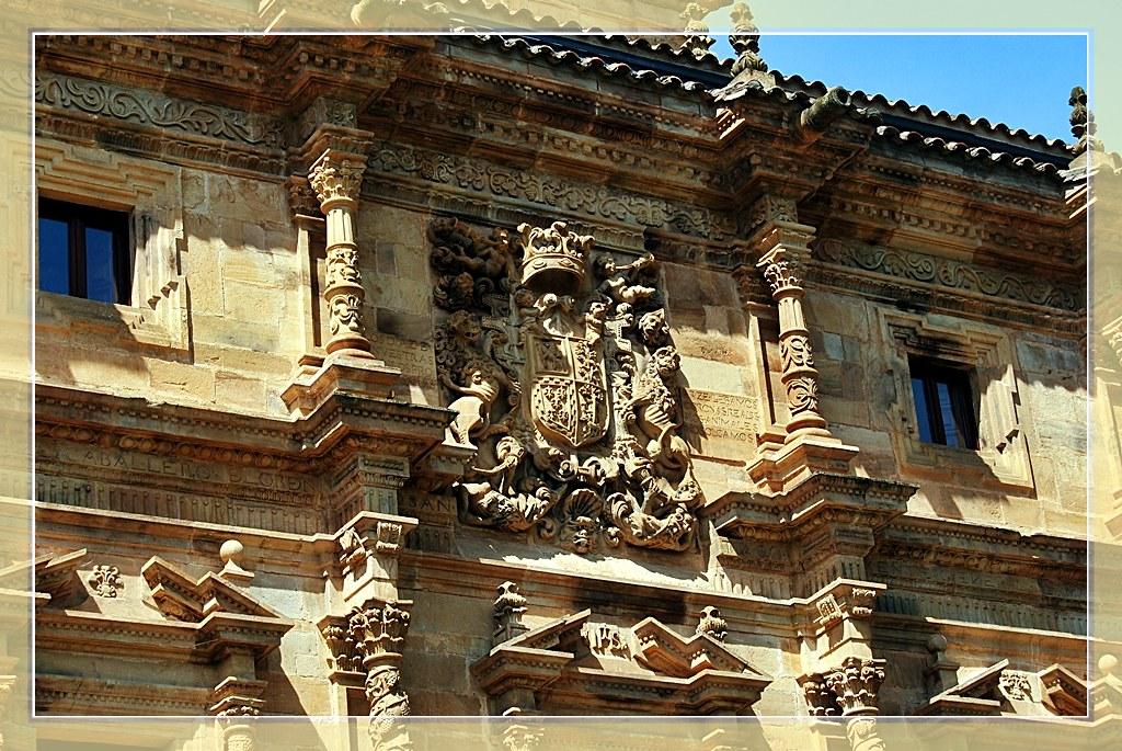 Escudo De Armas De La Familia Diaz De Arce En El Palacio D Flickr