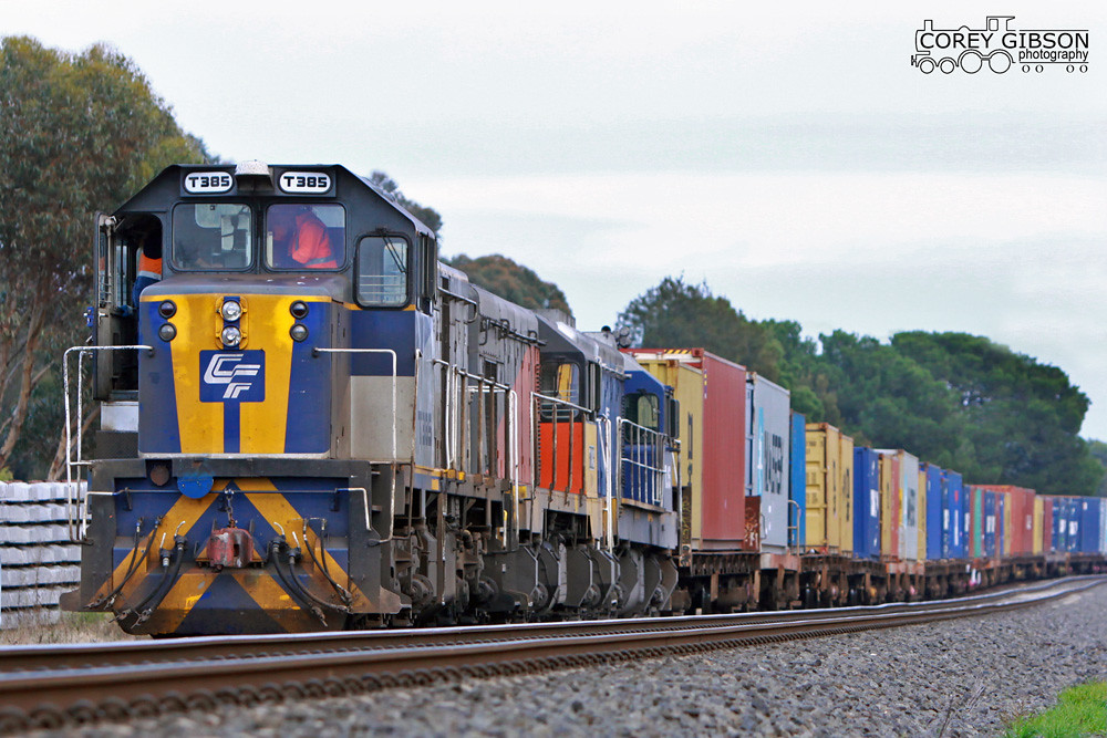 T385, T342 & TL155 stop for a crew change at Inverleigh with the up Horsham Container service by Corey Gibson