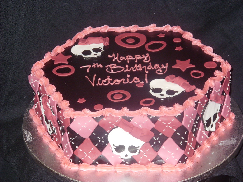Sensational Monster High Birthday Cake Terry Flickr Funny Birthday Cards Online Fluifree Goldxyz