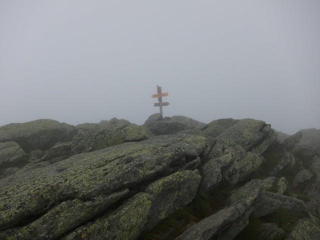 2:12:23 (100%): sign fog hiking newhampshire whitemountains mtmoosilauke bentontrail