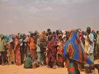 Queuing for registration in the heat of the sun | by DFID - UK Department for International Development