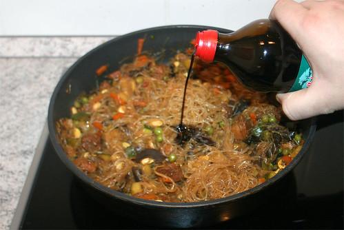 33 - Glasnudel-Gemüsepfanne / Glas noodles stir fry - Schuss Sojasauce hinzu | by JaBB