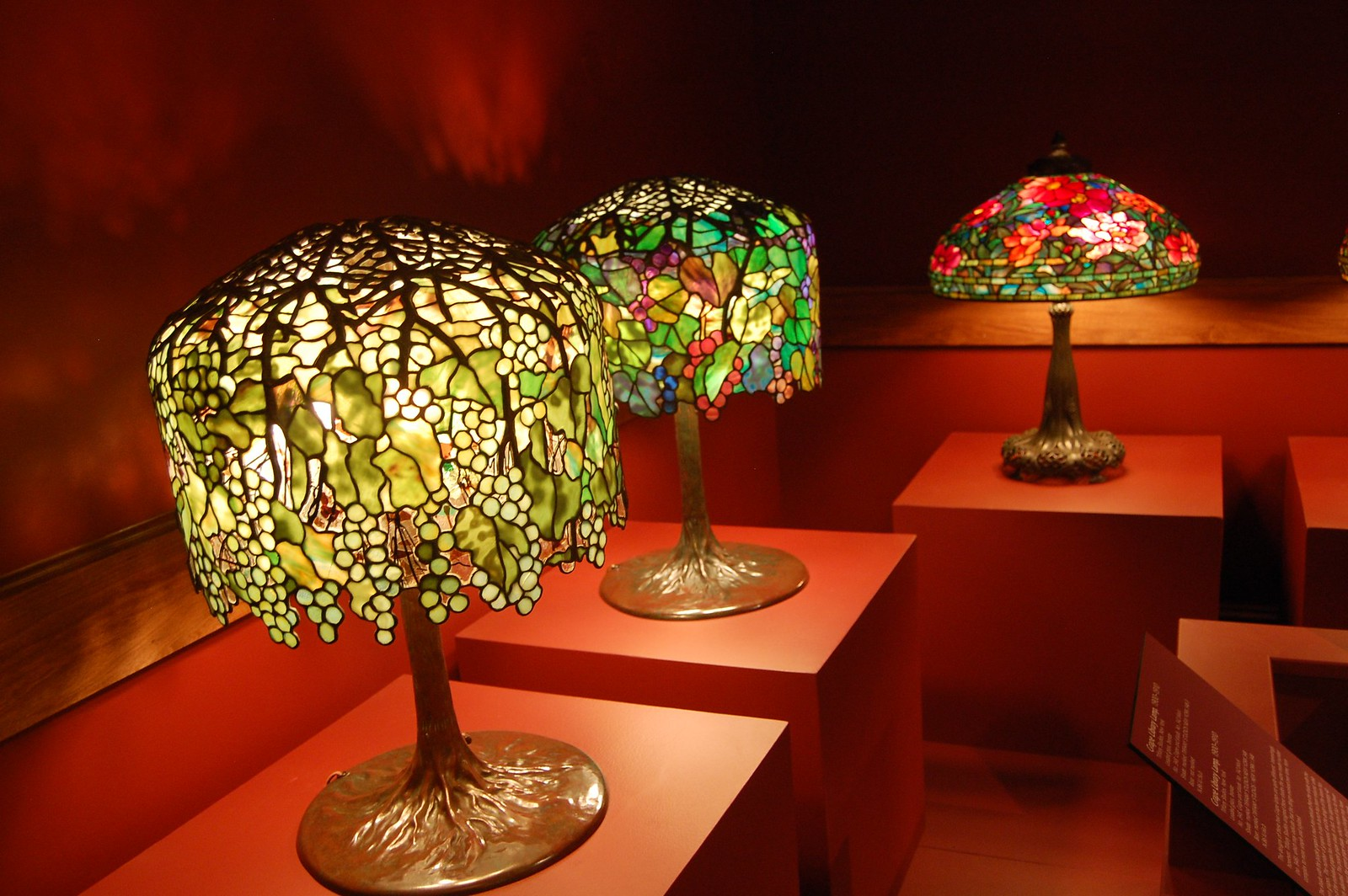 Deco Nature Salon tiffany lamps: the history of the famous stained glass lamps