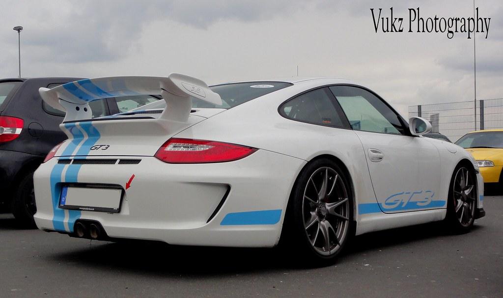 Porsche 911 GT3 3 8 | White Porsche 911 Gt3 with blue stripe… | Vukz