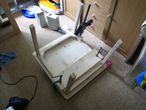 Clamping top to legs while gluing   by lilspikey