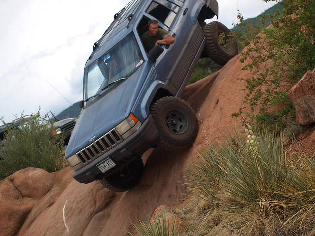 JEEP DOWN THE WALL 1