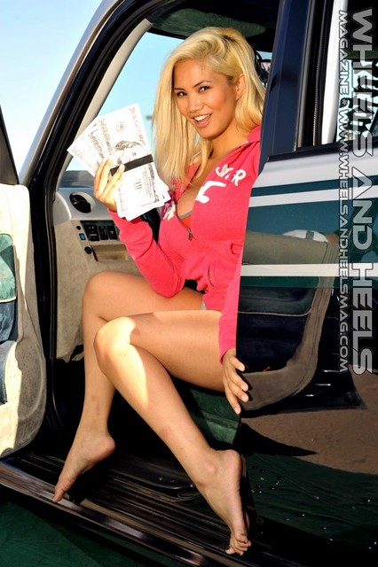 Wheels and Heels Mag - 2011 Extreme Autofest SD (61)
