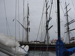 do, 17/12/2009 - 12:17 - 91_ 17 december 2009_ 06_00 local time_ Beagle en Nije Faam op de rede van Gallao_ wirwar van lijnen-1