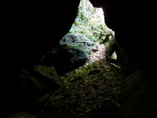 1:10:17 (77%): vermont bradford hiking cave devilsden wrightsmountain