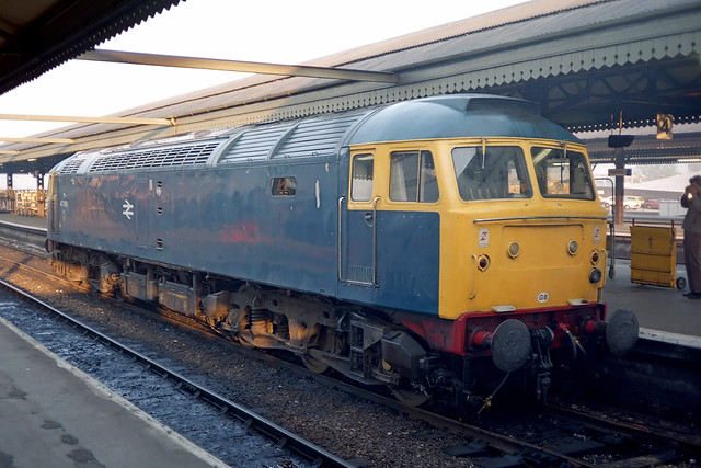 47901 stands in one of the bay platforms at the west end of Reading station. Withdrawn in March 1990, 47901 was cut-up in February 1992 (info courtesy Class47.co.uk).