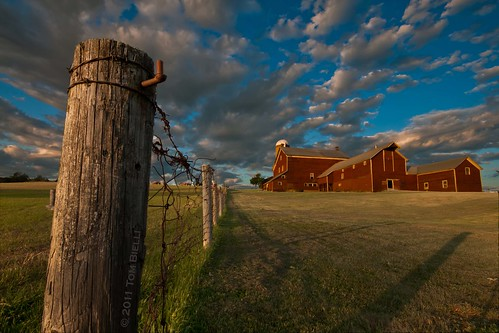 blue red green clouds barn fence farm farmland pasture fencepost palatinechurch