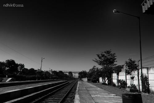 Lamp & Railway Perspective - 2011   by ndhik