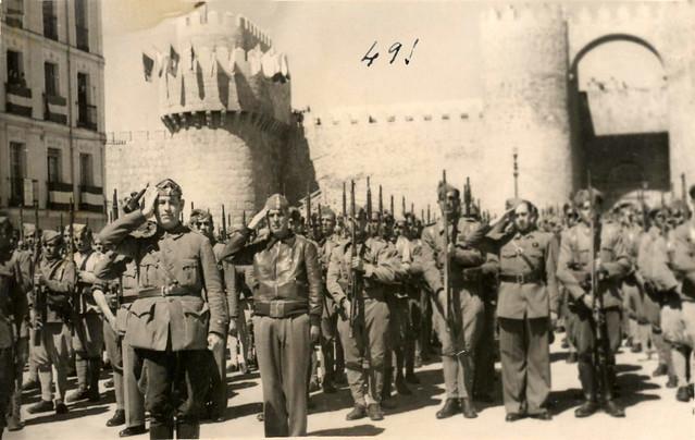 Ávila. Presentando armas. Despedida de la Legión Condor. Guerra Civil.