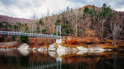 bridge autumn usa fall landscape nikon vermont footbridge unitedstatesofamerica suspensionbridge vt longtrail d610 fav10 winooskiriver boltonvt 2485vr