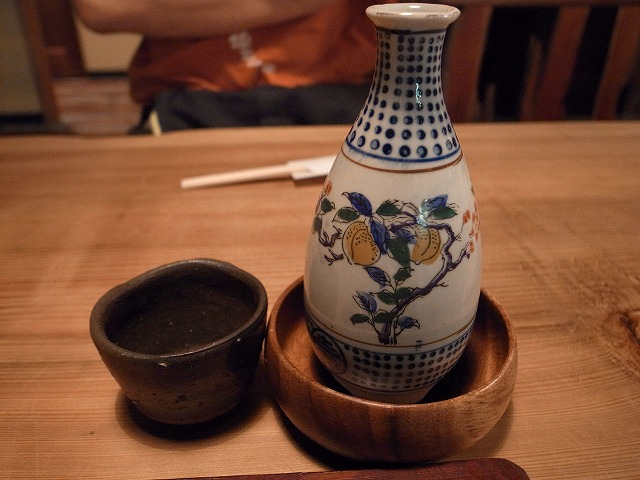 <p>b)おいしい日本酒</p>
