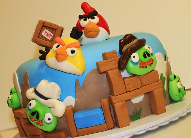 Angry Birds Ham em High cake