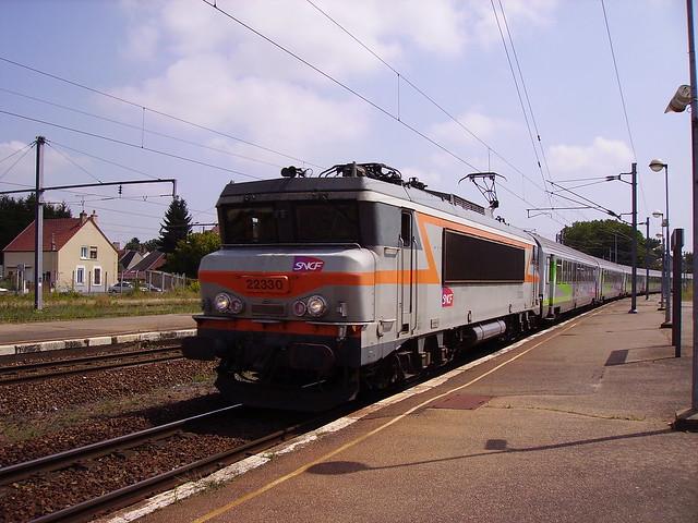 BB 22330 arrivant en gare de Cosne-sur-Loire
