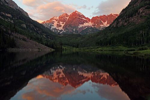 mountains reflection colorado day cloudy whiterivernationalforest maroonbellswilderness