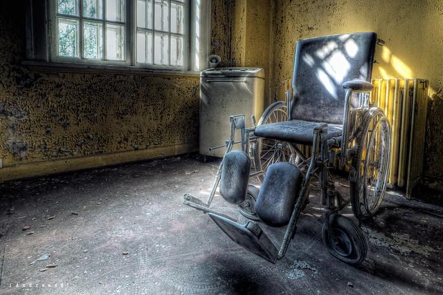 wheelchair at asylum L