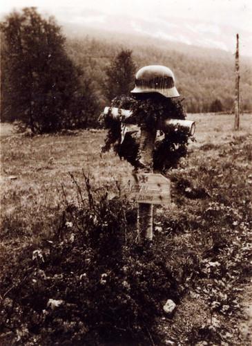 Bilde av Hohengassers grav i Randsvollen