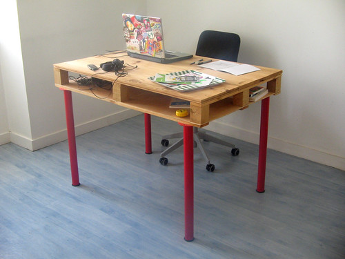pallet desk overall | by pierrevedel.com
