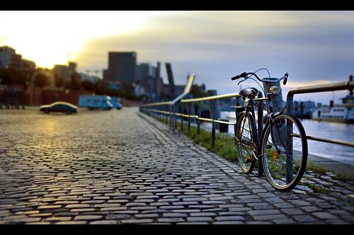 sea water bike bicycle sunrise canon 50mm harbor early meer hamburg rad hafen stpauli sonnenaufgang fahrrad morgens hansestadt früh sigma50mm14 5dmkii